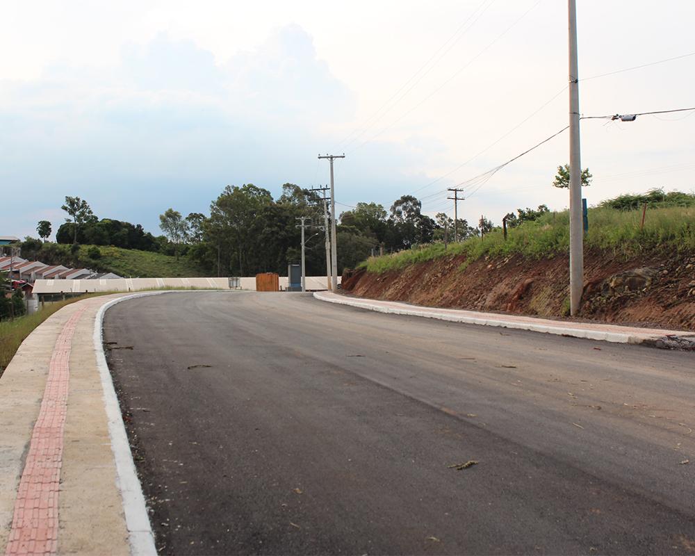 Asfalto na rua Giácomo Rizzon está concluído
