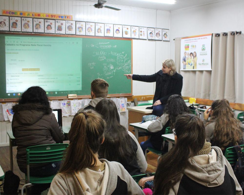 Inicia PSS para professores de português, inglês e geografia