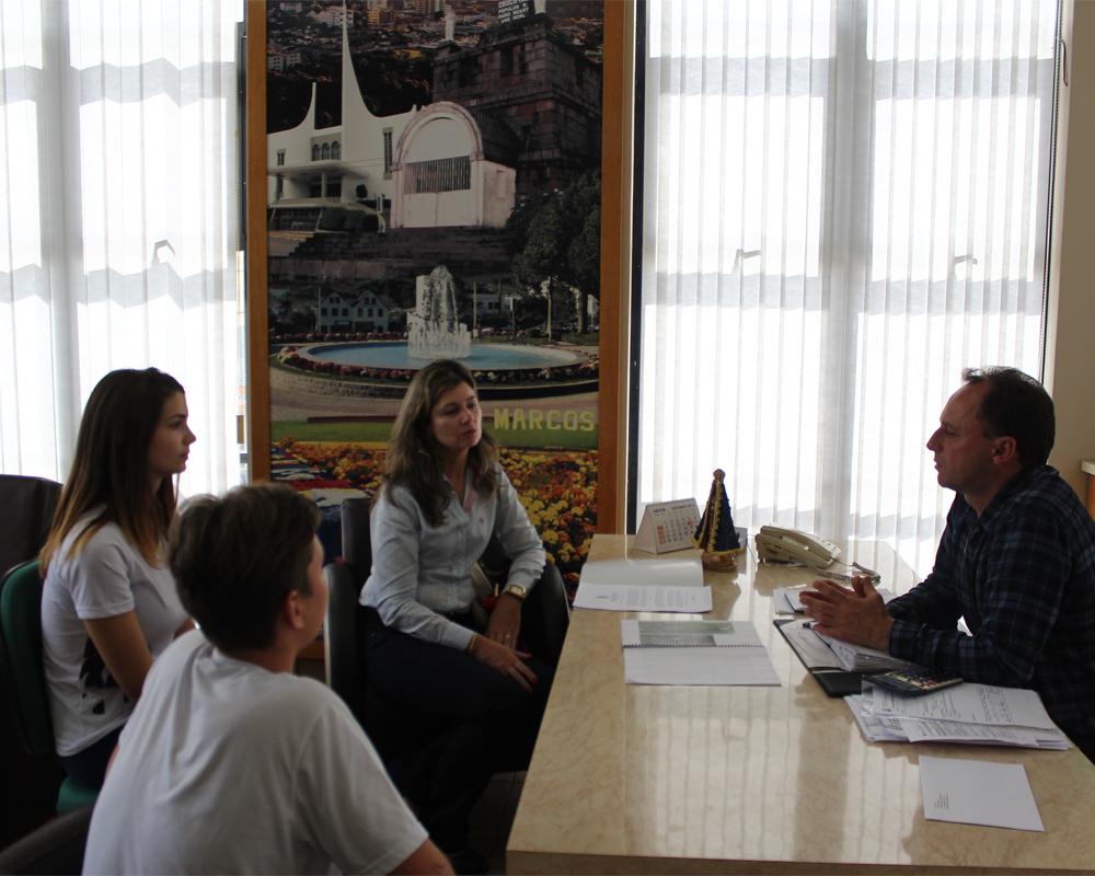 Comunidade escolar trabalhando junto com a prefeitura