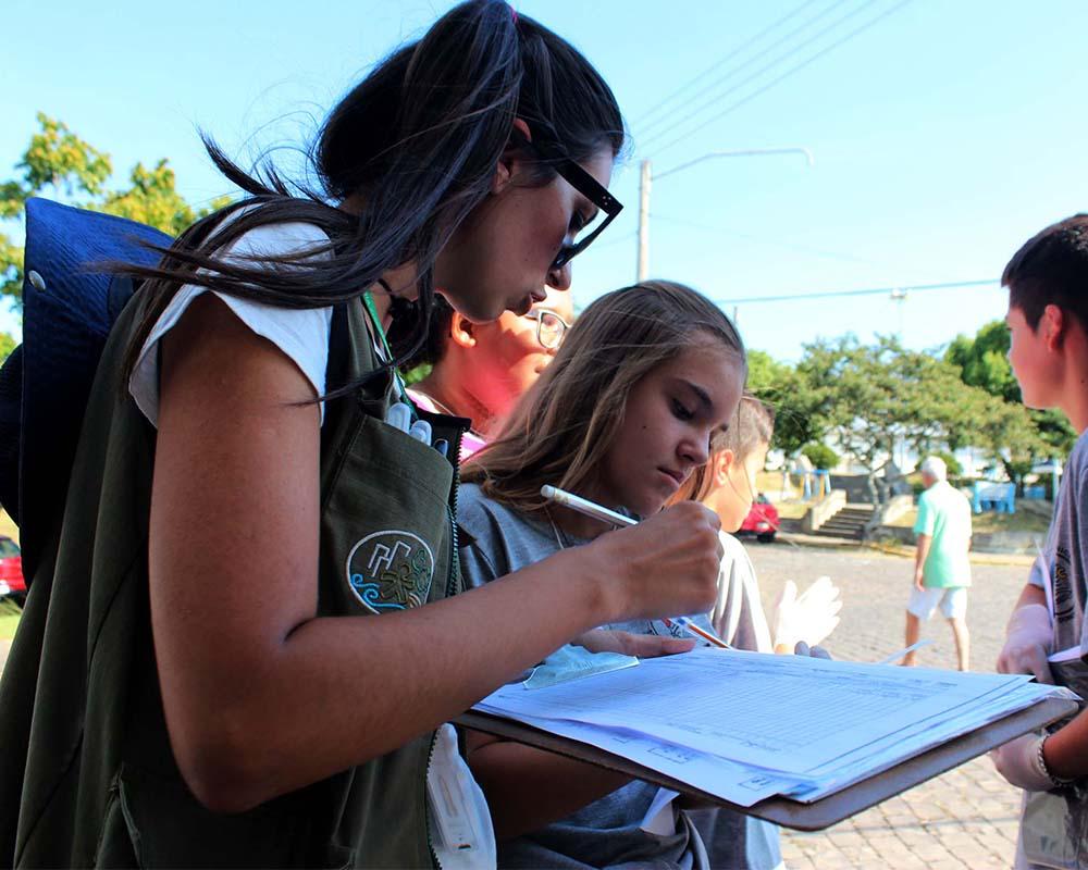 Força-tarefa para eliminar possíveis focos do Aedes aegypti inspeciona 400 imóveis no bairro Francisco Doncatto