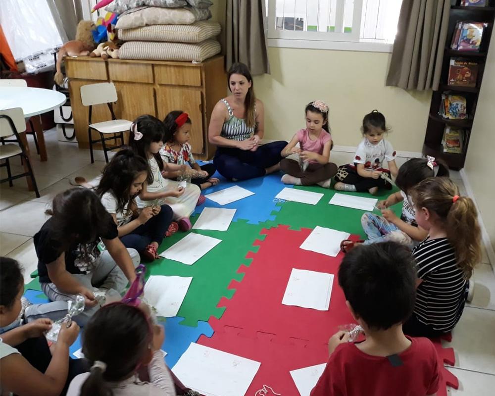 Durante a Semana do Bebê, escolas trabalharam literatura, música e roda de conversa temática