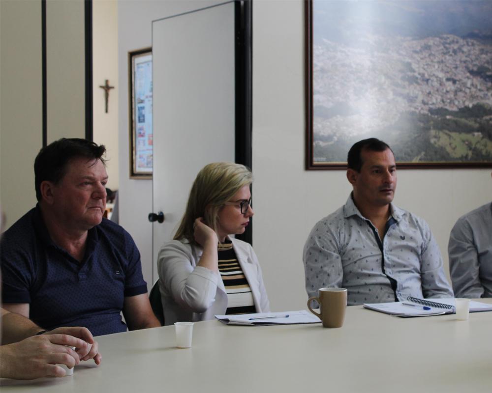 Prefeito se reúne com entidades para decidir aplicação dos recursos arrecadados com a venda de terrenos públicos