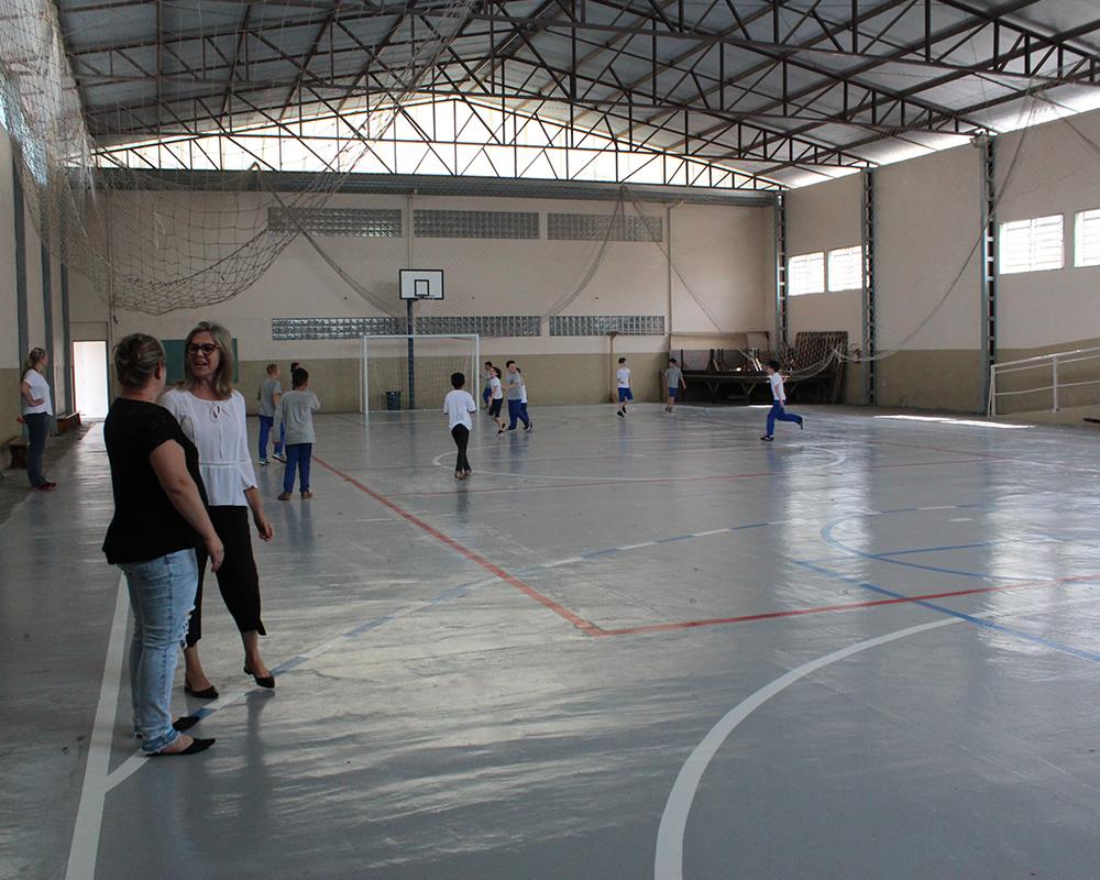 Quadra de esportes da escola Francisco Doncatto foi reformada