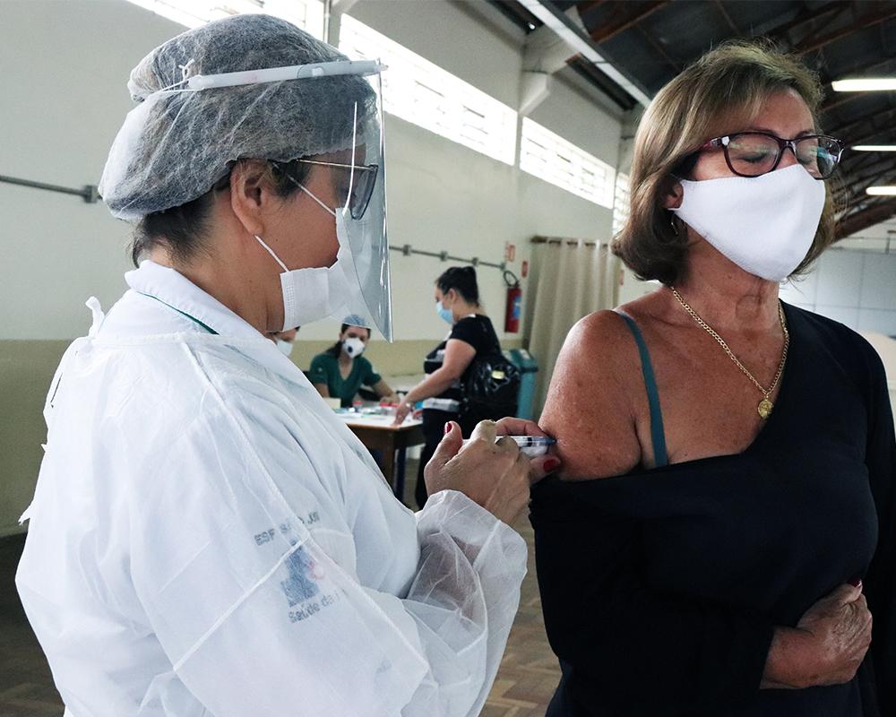Vacinação tem continuidade amanhã (02) para o grupo dos profissionais da saúde
