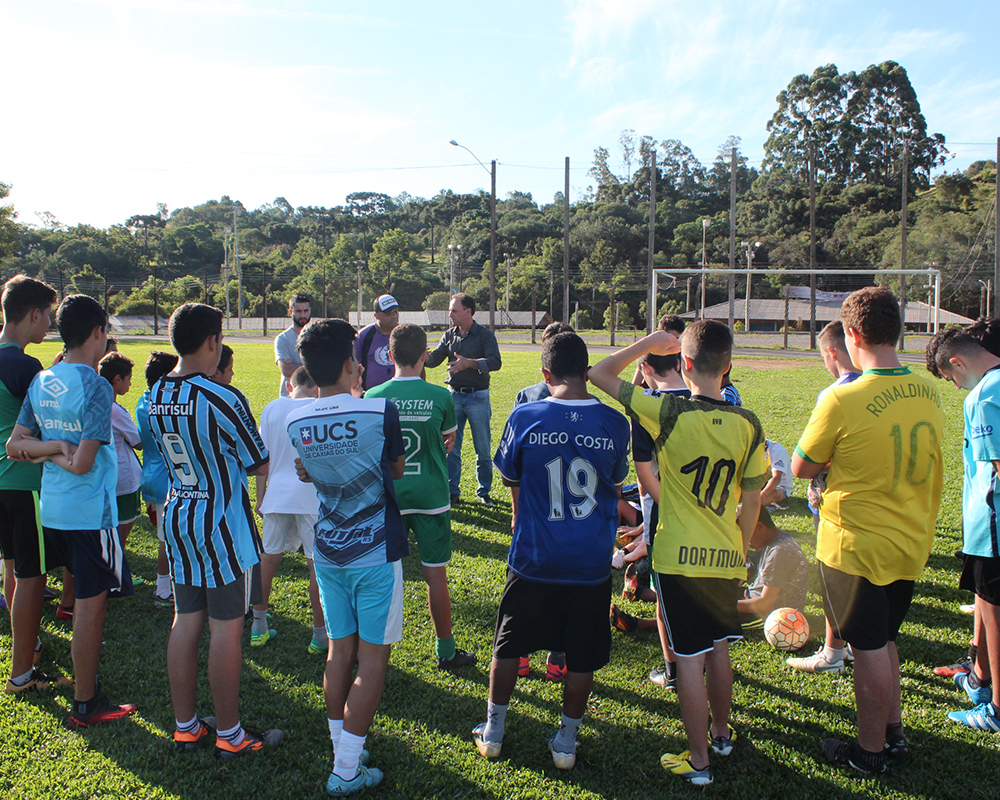 Treino da escola de futebol Atlético conta com presença de observador técnico do Clube de Regatas do Flamengo