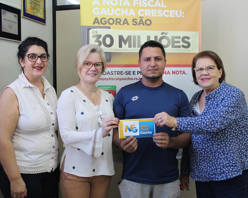 Prêmio do sorteio municipal da NFG foi entregue na última quarta-feira