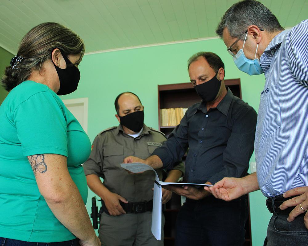 Prefeitura, Sindicato Rural e Emater entregam levantamento de dados da área rural a Brigada Militar
