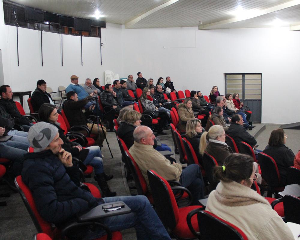 Cerca de 50 pessoas participaram da Audiência Pública sobre o Plano de Saneamento Básico