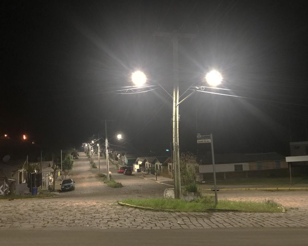 Instalação de lâmpadas de LED no bairro São José está 50% concluída